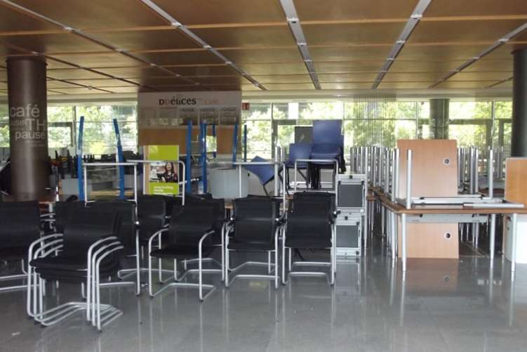 Reprise de meubles de bureau à la Défense